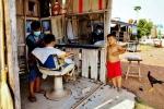 Zaklad fryzjerski w Laosie (2)